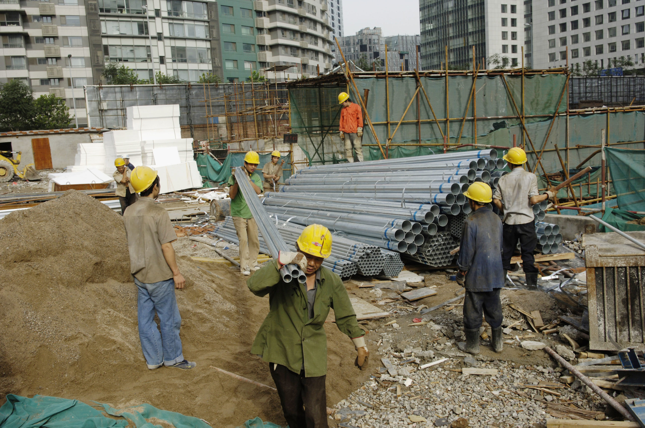 Migrant workers in Beijing construction site